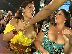 Amateur, Morenas, Mujer Vestida Hombre Desnudo, Club