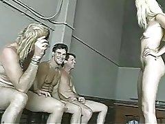 Blondýna, Bukkake, Gangbang, Skupinový sex