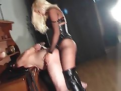 Femme dominatrice, Látex, Gode ceinture